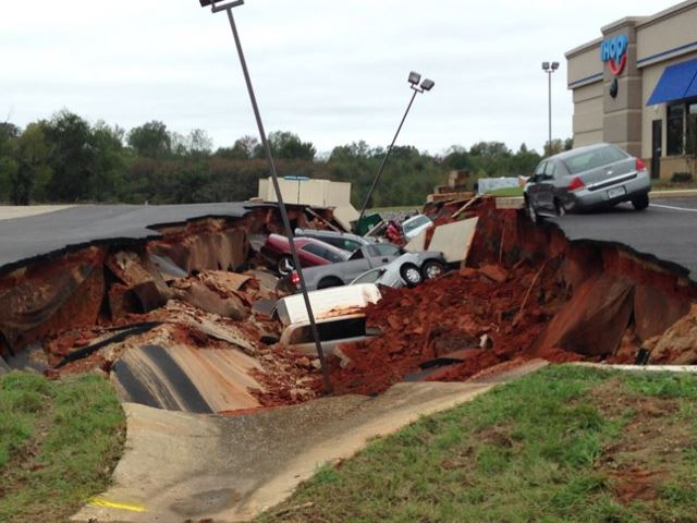 15 Cars Swallowed by Sinkhole at iHop